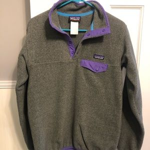 Women's Patagonia gray pull over, small